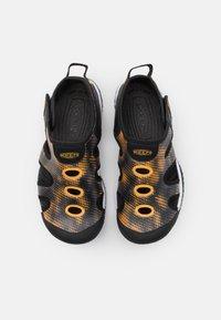 Keen - STINGRAY UNISEX - Watersports shoes - black/saffron - 3