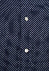 Tommy Hilfiger - MINI ALL OVER PRINT SHIRT - Shirt - navy - 2