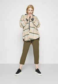 Even&Odd - TAPERED PANTS WITH DART DETAIL  - Trousers - olive - 1