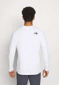 The North Face - GRAPHIC  - Camiseta de manga larga - white - 2