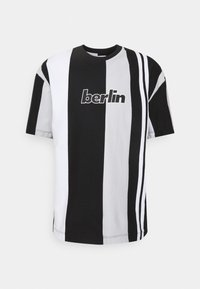 BERLIN STRIPE - Print T-shirt - black