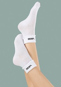 Vans - WM RUFFLE EDGE SOCK (6.5-10, 1PK) - Chaussettes - white - 1