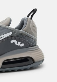Nike Sportswear - AIR MAX 2090 UNISEX - Sneakers - medium grey/white/cool grey/black - 5