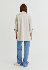 PULL&BEAR - Short coat - grey - 5