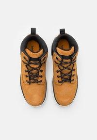 Timberland - TREELINE UNISEX - Sneakersy wysokie - wheat - 3