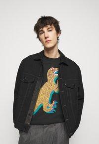 PS Paul Smith - MENS REGULAR FIT DINO - Print T-shirt - black - 4