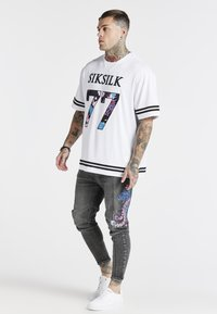 SIKSILK - AOKI DROP CROTCH EMBROIDERED - Jeans Tapered Fit - snow wash - 1
