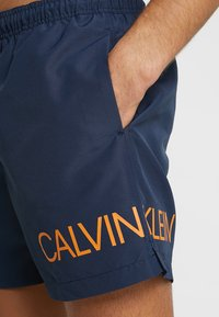 Calvin Klein Swimwear - MEDIUM DRAWSTRING SIDE - Plavky - blue - 3