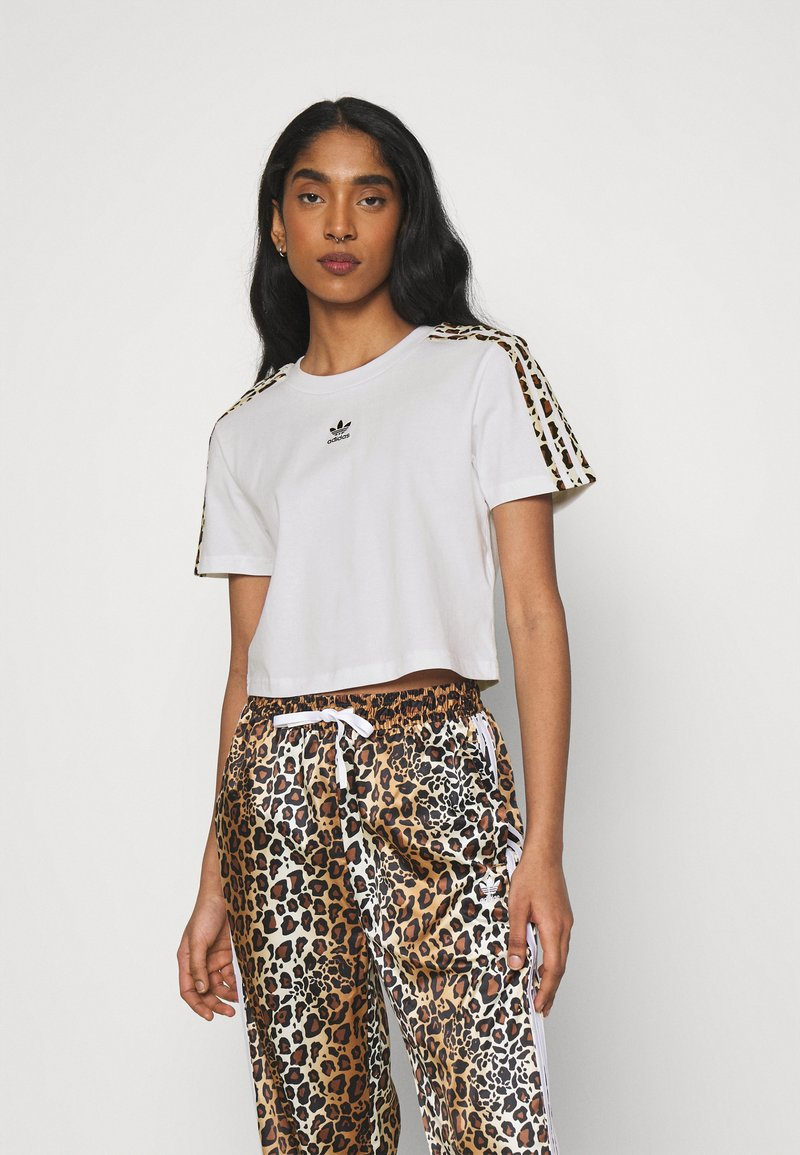 adidas Originals - LEOPARD CROPPED TEE - T-shirts med print - white