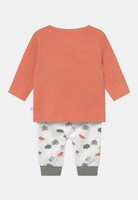 Staccato - SET - Kalhoty - orange/off-white - 1