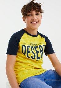 WE Fashion - T-shirt con stampa - yellow - 1