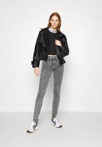 Calvin Klein Jeans - MID RISE SKINNY - Jeans Skinny Fit - grey yoke - 1