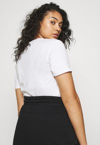 Nike Sportswear - CLASH SKIRT - Minifalda - black - 3