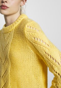 Pieces - Jumper - lemon drop - 5
