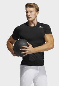adidas Performance - TURF SS PRIMEGREEN TECHFIT TRAINING WORKOUT COMPRESSION T-SHIRT - T-shirts med print - black - 2