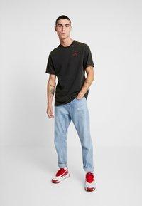 Jordan - TEE AIR JORDAN WASH - Camiseta estampada - black - 1