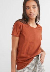 Next - Basic T-shirt - brown - 0
