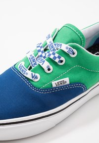 Vans - COMFYCUSH ERA UNISEX - Sneakersy niskie -  true blue/fern green - 6