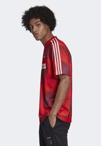 adidas Originals - T-shirts print - red - 3