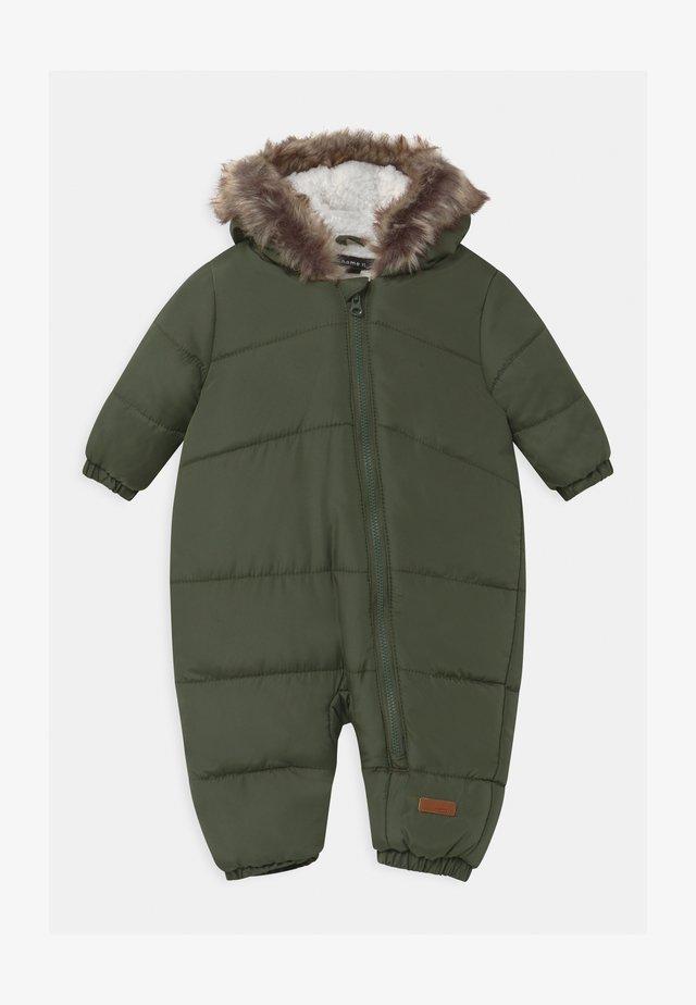 NBMMAGNUS - Snowsuit - thyme