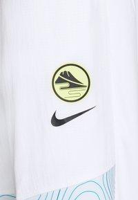 Nike Performance - ESSENTIAL THERMA PANT EKIDEN - Pantalones deportivos - white/black - 6