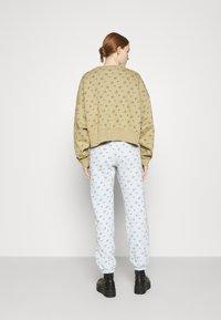 Nike Sportswear - CREW - Sweatshirt - parachute beige - 2