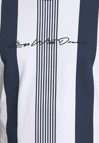 Kings Will Dream - VEDTON STRIPE TEE - T-shirt imprimé - black iris/white - 5