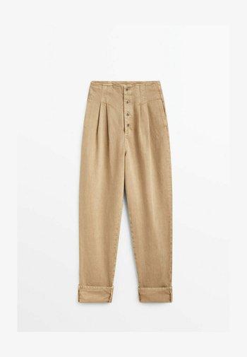 MIT UMGESCHLAGENEM SAUM - Straight leg jeans - nude