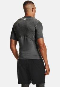 Under Armour - COMP - T-shirts print - carbon heather - 2