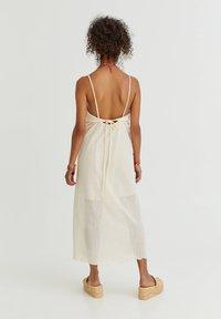 PULL&BEAR - Denní šaty - mottled beige - 1