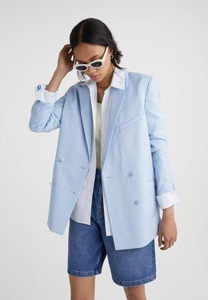 CROISÉE À POCHES - Short coat - blue