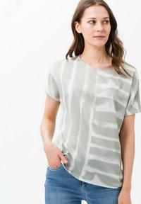 BRAX - STYLE CAELEN - Print T-shirt - khaki - 0