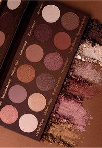 Luvia Cosmetics - ROMANTIC BAROQUE - Eyeshadow palette - - - 3