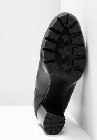 KARL LAGERFELD - VOYAGE GORE - Ankelboots med høye hæler - black - 6