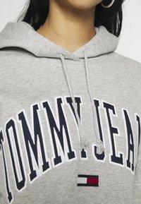 Tommy Jeans - CLASSICS LOGO HOODIE - Sweat à capuche - grey - 5