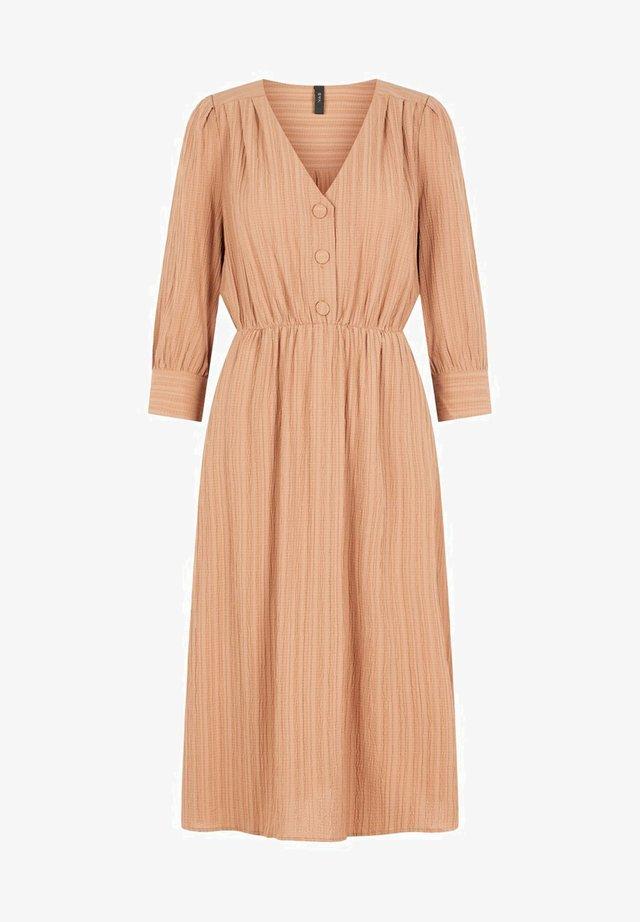 YASHONGA - Korte jurk - tawny brown