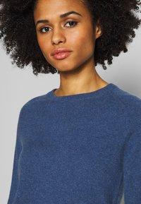 pure cashmere - CLASSIC CREW NECK  - Svetr - dust blue - 4