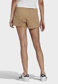 adidas Originals - R.Y.V. SHORTS - Shorts - beige - 1