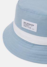 Levi's® - SEASONAL BUCKET HAT UNISEX - Hat - pale blue - 3