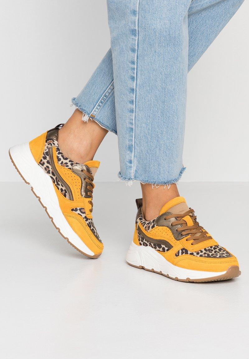 KIOMI - Baskets basses - yellow