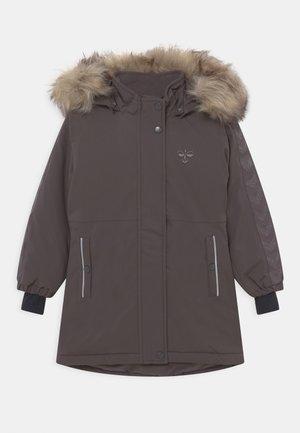 LEAF COAT - Winter coat - pavement