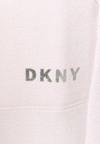 DKNY - LOGO JOGGER - Pantaloni sportivi - ballet slipper - 6