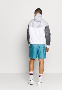 Nike Sportswear - Windbreaker - white/wolf grey/dark grey - 2