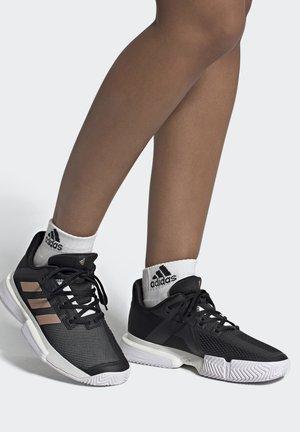 SOLEMATCH BOUNCE - Multicourt tennis shoes - core black/copper metallic/footwear white