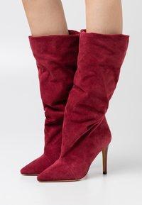Iro - STEVIE - Laarzen met hoge hak - burgundy - 0