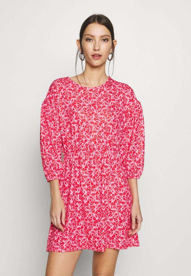 DROP SHOULDER BALLOON SLEEVE MINI DRESS - Jerseyjurk - red/pink
