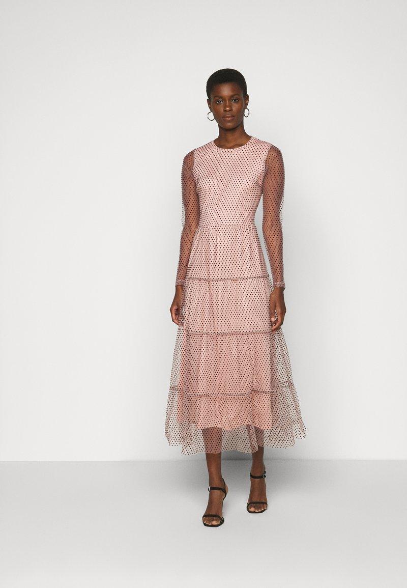 Vero Moda Tall - VMJUANA DRESS - Společenské šaty - misty rose/black
