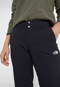 The North Face - QUEST PANT SLIM - Friluftsbukser - black