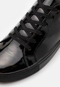 Steve Madden - COASTAL - Sneakersy niskie - black - 5