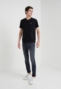 Emporio Armani - 2 PACK - Basic T-shirt - black - 0